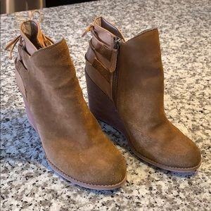 Hinge Tracer Wedge ankle boot size 8